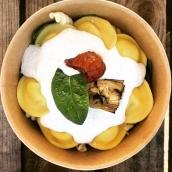 Ce midi au programme, les fameuses lunettes aux truffes, crème légère et pousses d'épinards frais ou notre spécial risotto de l'Atelier, jambon serrano et coeur de burrata pesto 🤩 #takeaway #gastronomie #mozzarella #burrata