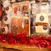 Encore quelques jours pour venir découvrir nos produits de fêtes à la boutique 🤩 Foie gras origine sud ouest, saumon gravlax ou en rillettes et toujours une belle sélection de fromage locaux et les mozza et burratas de l'Atelier ! #produitslocaux #artisanatfrancais #noel #genevois #annecy #hautesavoie #gastronomie #frenchfood #cheeseaddict #mozzarella