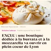 En cette période d'annonces moroses, nous espérons que cette nouvelle remontera un peu le moral de nos amis lyonnais. Nos petites mozza et burrata feront très prochainement le trajet jusqu'à Lyon dans une boutique dédiée à ces demoiselles rue des Remparts d'Ainay, en plein cœur du 2ème arrondissement de Lyon chez @la_mozzarelle. Vous pourrez les choisir à votre goût et même les déguster sur place pour les beaux jours😋 #artisanatfrancais #localfood #fromage #cheeseaddict #locavore #gastronomie #lyon #onlylyon #mozzarella #burrata